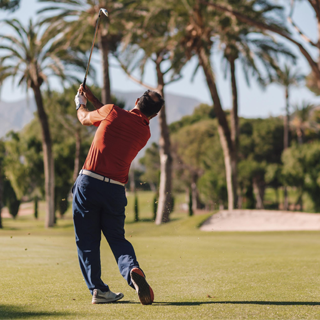 golf al atardecer en marbella